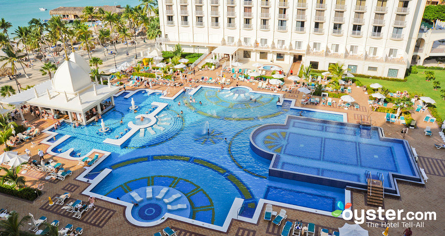 outdoor-pool-riu-palace-aruba-all-inclusive-v92900-w902