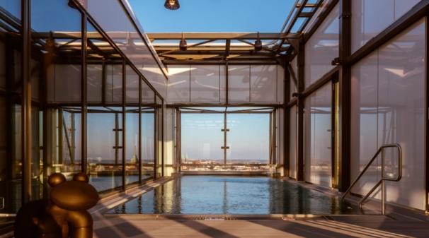 pool-sculpture-heaven-clarion-hotel-helsinki