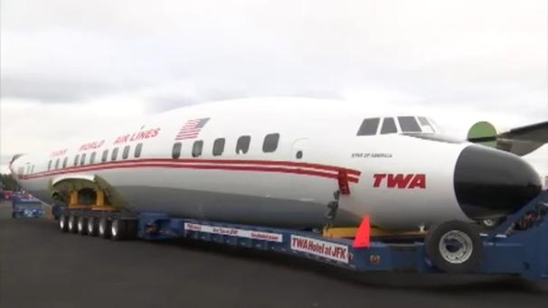 4450770_100918-wabc-jfkcocktailplane